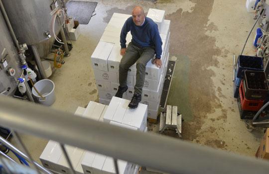 Kesän oluet on keitetty ja pullotettu, syksyllä jatkuu varsinainen valmistaminen, sanoo Pauli Sarelius.